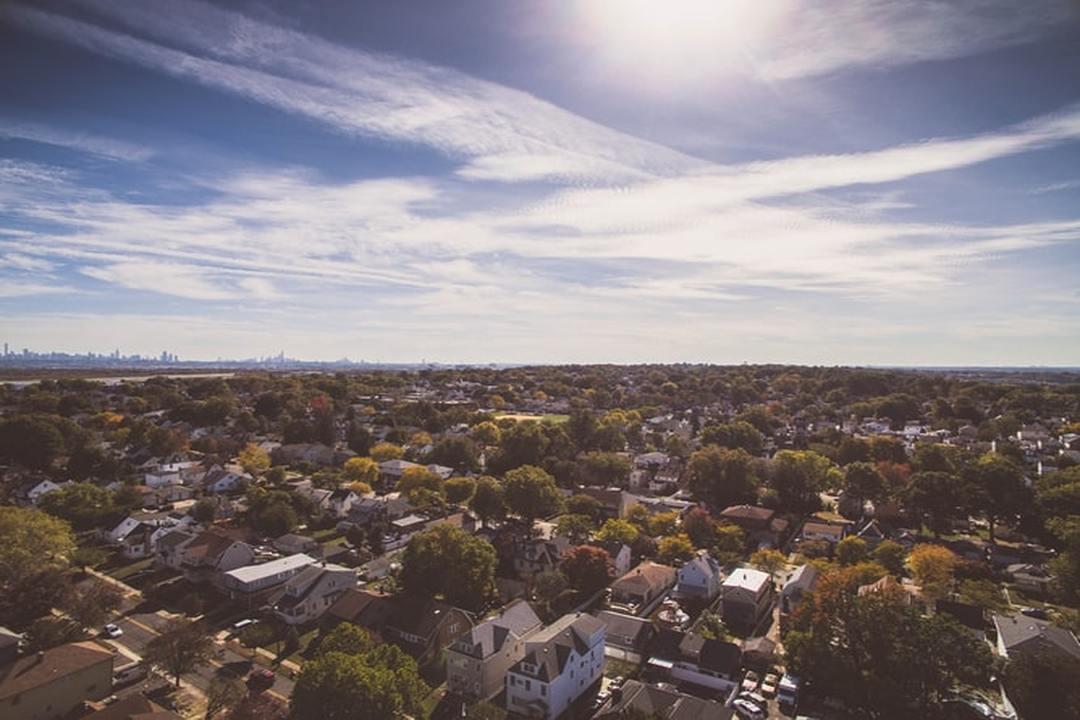 Jardim Europa: visão aérea de bairro com casas rodeadas por árvores