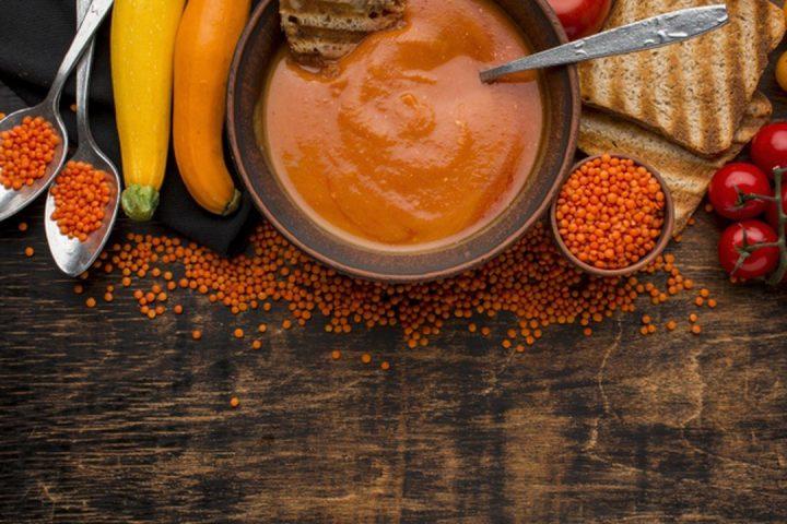 Gastronomi alagoana: vista superior de tigela com sopa de abóbora