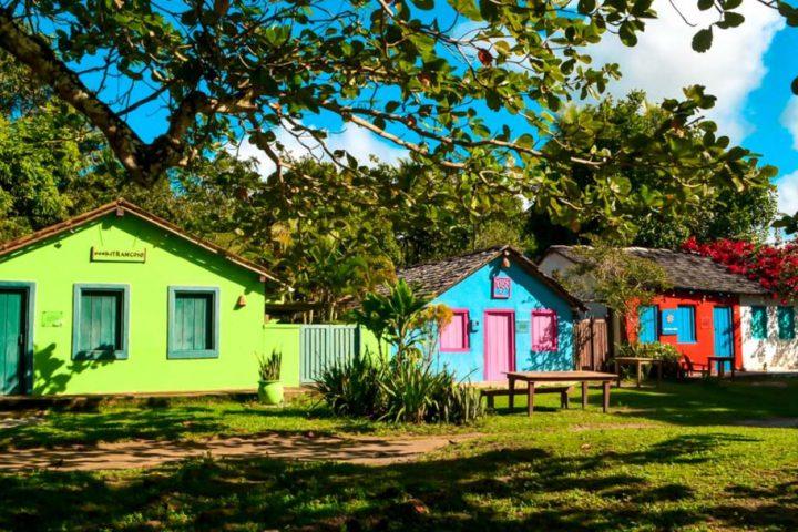 As muitas cores das casas do Quadrado em Trancoso