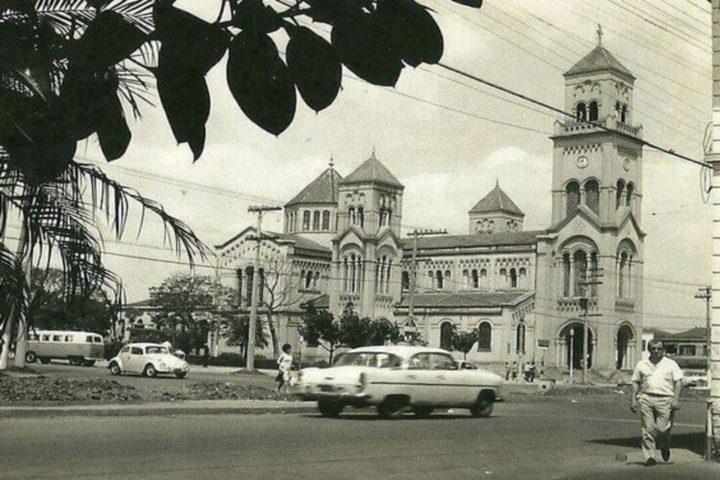Foto em preto e branco da igreja do Largo de Moema em 1960