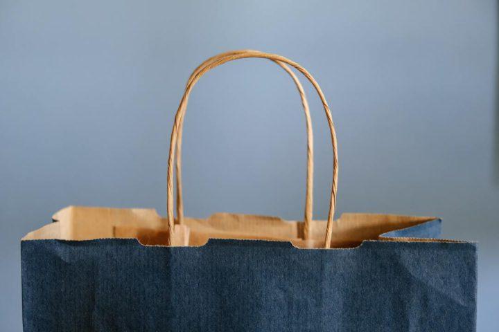 Compras no Morumbi: imagem fechada mostra parte de cima de sacola de compras