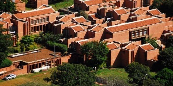 Imagens de prédios da Unicamp, no interior de São Paulo.