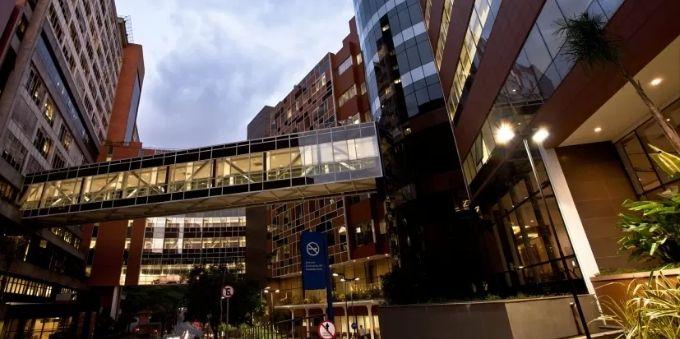 Imagem da fachada do hospital Albert Einstein, no Morumbi