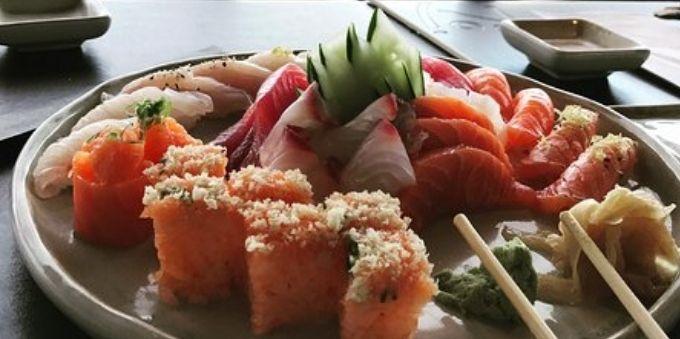 Morumbi e arredores: imagem fechada mostra prato de comida japonesa