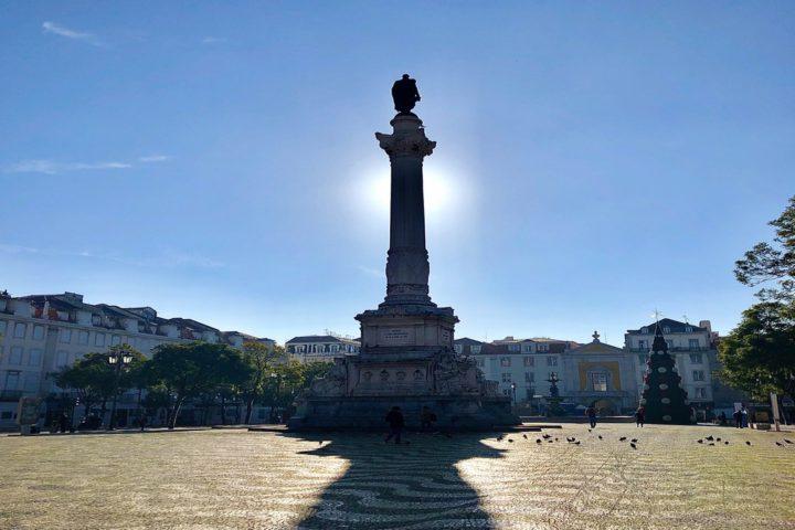 Imagem contraluz em estátua,, em Lisboa