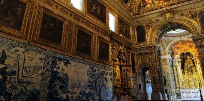 Pequena Lisboa: imagem interna de museu de azulejos