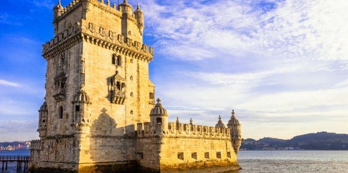 Imagem externa mostra Torre de Belém, em Lisboa