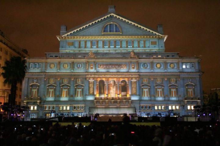 teatros em Buenos Aires: imagem noturna da fachada do Museu Colon