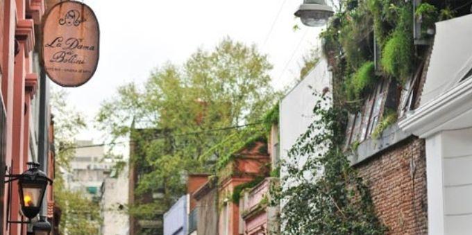 Imagem mostra viela de Buenos Aires, conhecidas como Pasajes