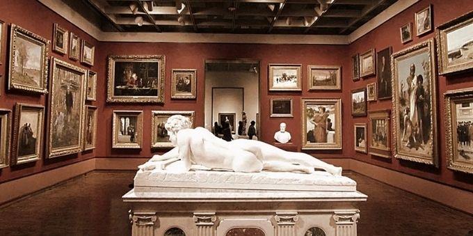 Buenos Aires: imagem interna do Museu Nacional das Belas Artes, mostra obra centralizada na sala