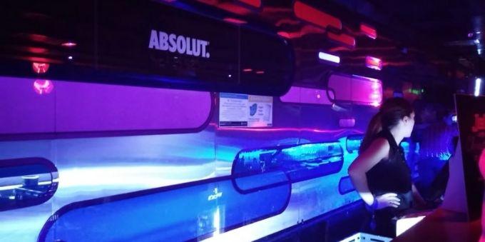 Buenos Aires: imagem interna mostra balcão interno em balada Jet Lounge
