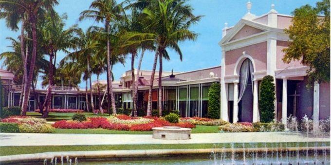 Imagem da fachada do The Royal Poinciana Plaza, em Miami.