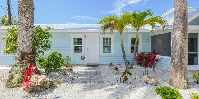 Imagem fachada de casa localizada em Siesta Key Beach, em Miami.
