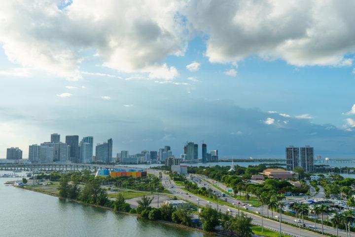 Passeios em Miami: imagem mostra vista da cidade de Miami, a céu aberto