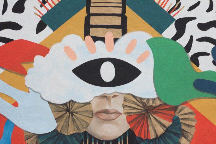 Arte em Paris: imagem fechada mostra colagem de elementos